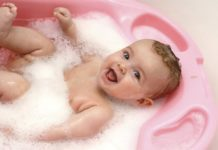 Ecco le attrezzature e i prodotti indispensabili per l'igiene personale del tuo bambino