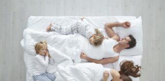 dormire con mamma e papà è giusto?