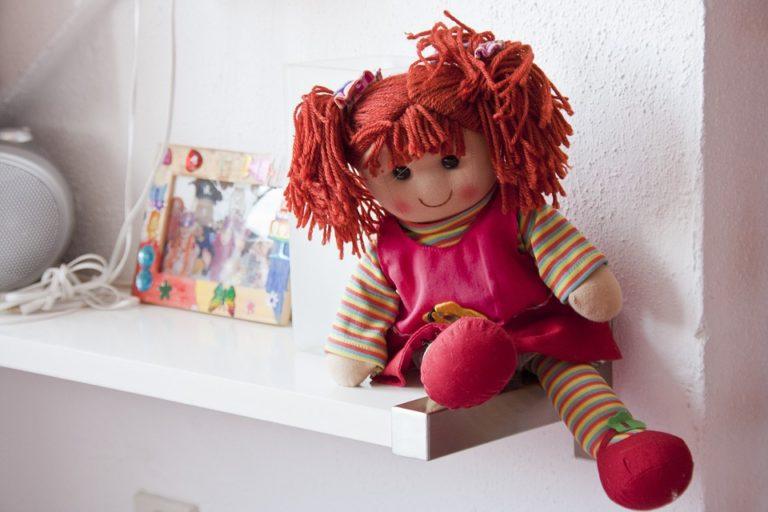 Riciclo divertente: facciamo le bambole di pezza!