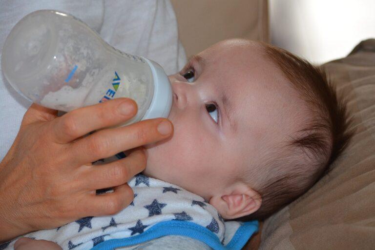 Latte in polvere, consigli sull'allattamento artificiale